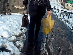 Big ass milf in black jeans 2