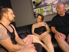 REIFE SWINGER - Chunky German mature lady in hardcore MMF threesome