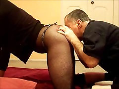 Older Craiglist hook up spanks and eats my ass out