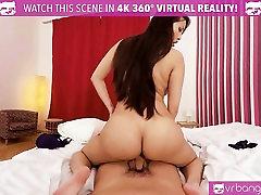 VR PORN-CAUGHT MY HOT ROOMMATE MASTURBATING! 180 VR HD
