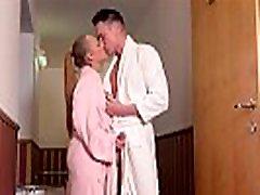 kogut szalony nastolatek catarina muti dostaje jej tyłek w saunie