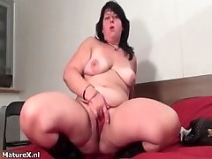 Fat brunette experienced woman fingering