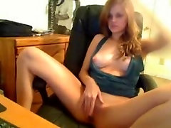 Teen show off her tits and camel toe pussy!