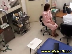 Amateur asian strips her clothes off for the doctor