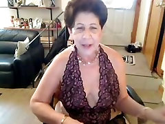 Old Amateur saggy nipple porno butt slut dances naked on cam