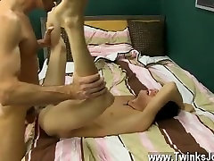 Twink sex Bryan makes Kyler wriggle as he deepthroats his uncircumcised