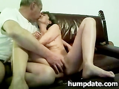 Hairy MILF gets her pussy fingered
