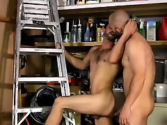 Gay video David Likes His Men Manly!