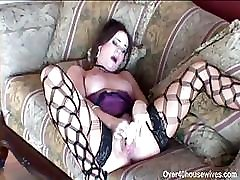 Alexa Lee is a horny mom and does some hot deep throat sucking
