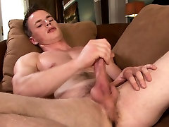 New cummer Aaron Reynolds blows a nice load on his stomach