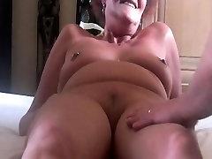Mature pussy still has an orgasm
