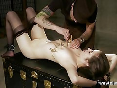 Blonde durin chubbs gers her pussy pegged and flogged