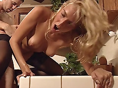 Horny babe gets her wet pussy pumped